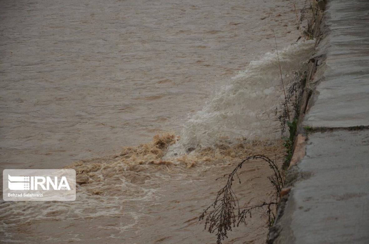 خبرنگاران سیل یک هزارو 500 متر از جاده خرم آباد - پلدختر را فرا گرفت
